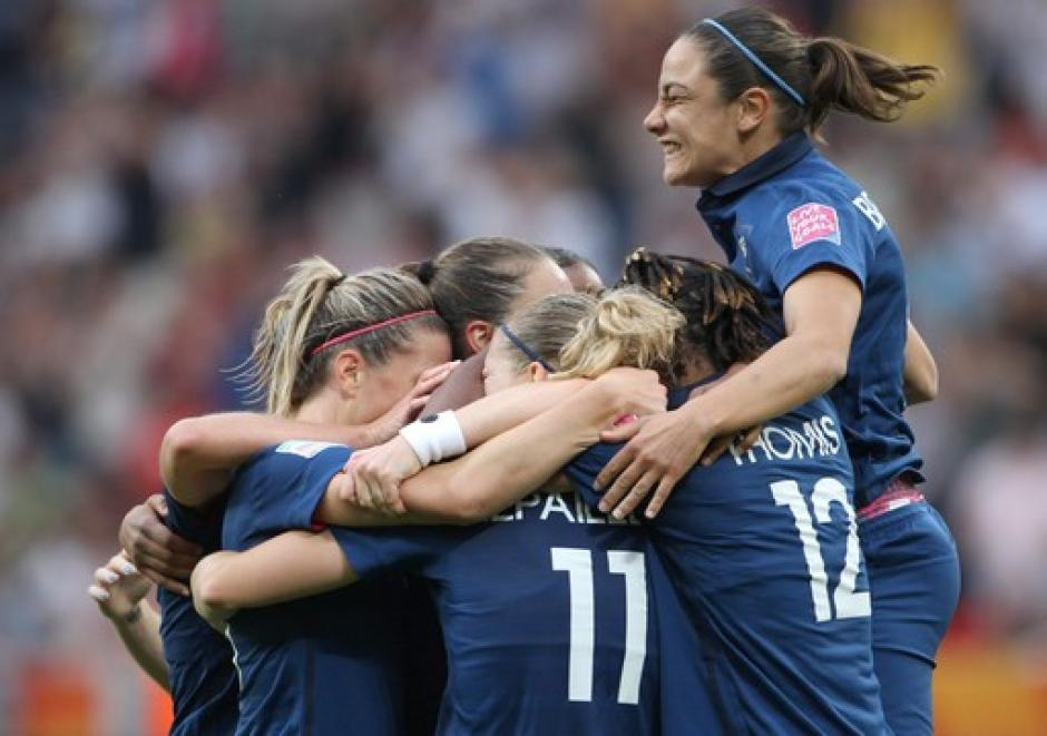 Félicitation à l'équipe de France de football féminin